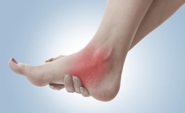 Douleur à la cheville : Symptômes et signes avant-coureurs