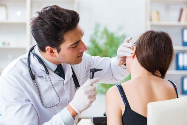 Kulak kolesteatomu: Nedenleri, belirtileri ve tanı